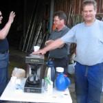 Bobban servera kaffe på städdagen 08